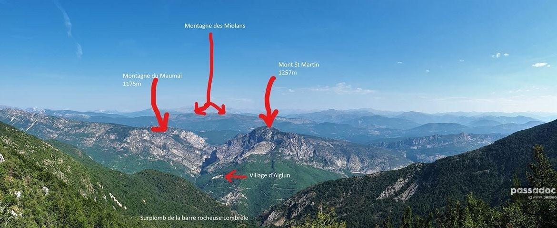 Village d Aiglun et la montagne du Maunal des Miolans et le Mont St Martin et la barre rocheuse Lombrèle