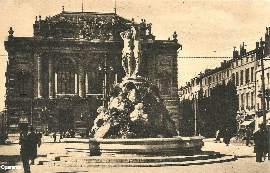 Place de la comédie et fontaine des 3 grâces à Montpellier Hérault - carte postale ancienne