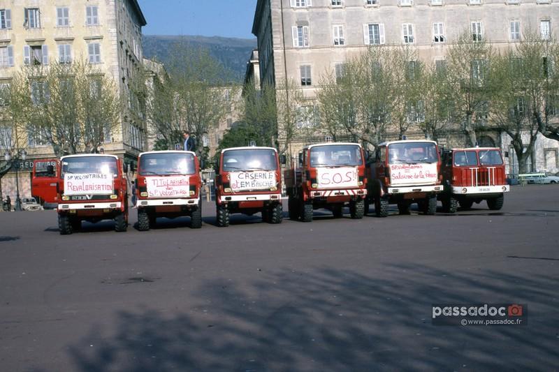 manif 1762Bastia 84 pompiers en grève-L