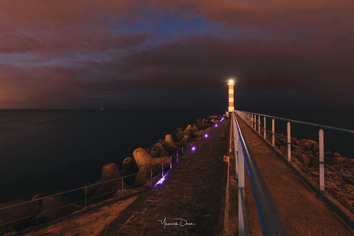phare le soir a port la nouvelle - mer mediterranee digue - port la nouvelle - photo yannick douce