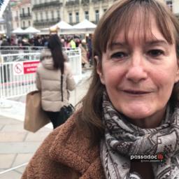 Valerie Hernandez de Lokko sur la place de la comedie a Montpellier Occitanie