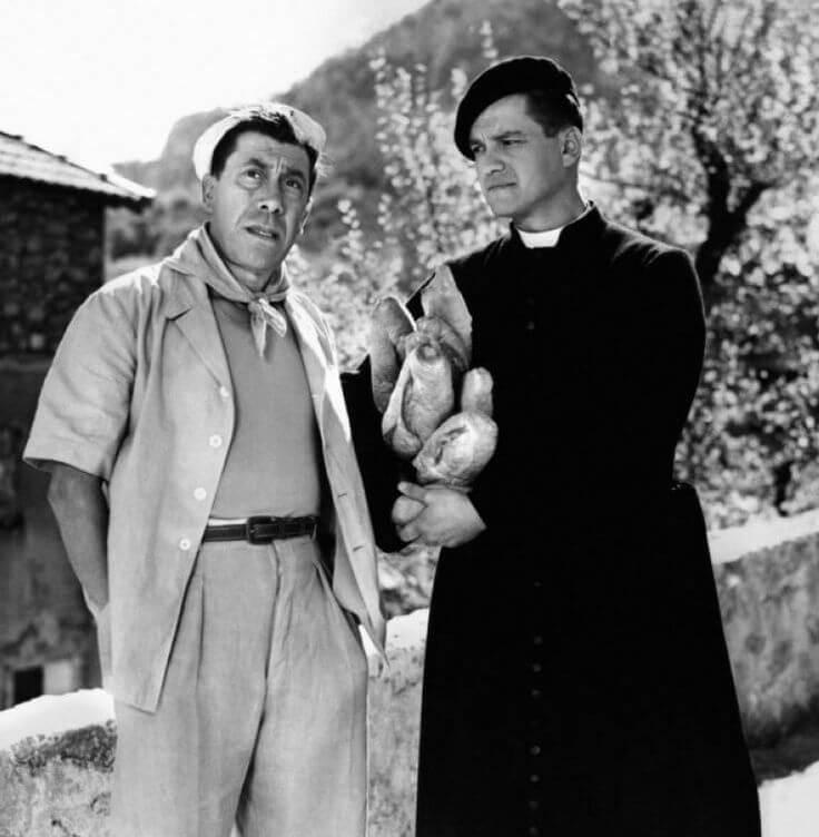 Fernandel et Jean Gaven - ici l'abbé Daniel dans le boulanger de Vallorgues avec Fernandel et qui a incarné un héros Provençal dans un feuilleton TV