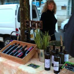 Christine Lanave au marché paysan Antigone à Montpellier Hérault - au menu fruits vin asperges olives peches etc