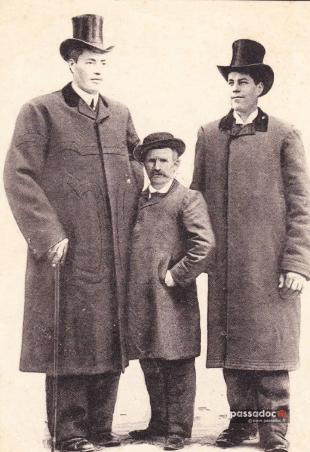 Géants Hugo avec leur père au 19e siècle à Saint Martin Vésubie Alpes Maritimes
